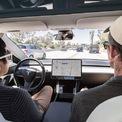 """<p class=""""Normal""""> <strong>Tùy chọn lái tự động</strong></p> <p class=""""Normal""""> Tesla đang cung cấp gói tùy chọn """"Lái xe tự động Auto Pilot"""" với giá 10.000 USD/gói. Hãng này cũng hứa hẹn trong tương lai, những chiếc xe của hãng sẽ có thể tự động điều khiển xe hoàn toàn mà không cần sự giám sát của con người. Hiện tại, nó chỉ được coi là một tính năng """"hỗ trợ lái xe"""" mà thôi.</p>"""