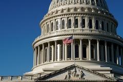 Hạ viện Mỹ thông qua gói cứu trợ Covid-19 1.900 tỷ USD