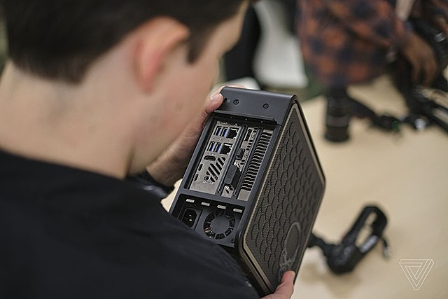 Trước đây, Intel từng thử nghiệm máy tính module với dòng Ghost Canyon NUC nhưng không thành công. Ảnh: The Verge.