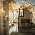<p> Căn homestay rộng khoảng 50 m2, được Tài chia làm 2 phòng, thiết kế thêm cửa sổ để thông thoáng và có thêm cửa kính tạo sự rộng rãi.</p>