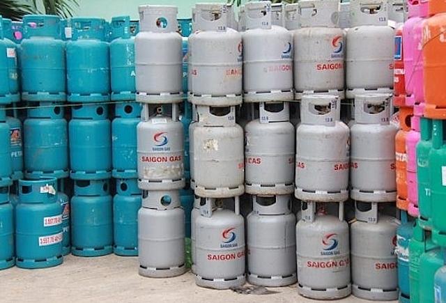 Giá gas tăng 5.000 đồng/bình 12kg từ hôm nay (1/3), lên mức 400.500-423.000 đồng/bình.