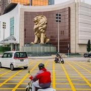Doanh thu sòng bài Macau tăng lần đầu trong 17 tháng