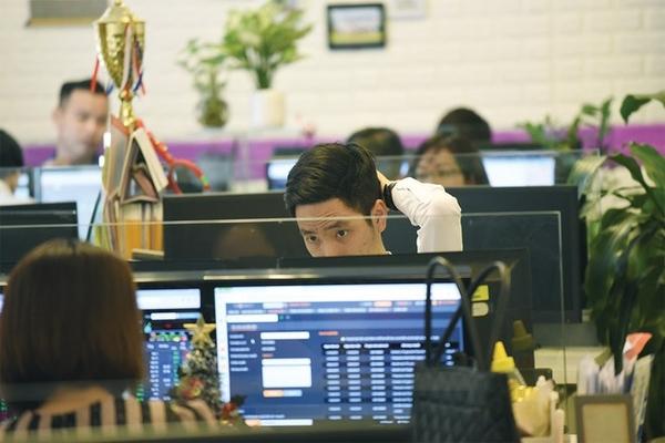 Tự doanh CTCK đẩy mạnh rút ròng 547 tỷ đồng trong tháng 2, bán mạnh CCQ ETF nội