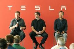 Những đồng nghiệp cũ thành đối thủ hàng đầu của Elon Musk