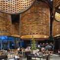 <p> Nhà hàng pizza tọa lạc tại một tòa cao ốc của Hà Nội, nơi tập trung nhiều văn phòng và lượng dân cư lớn. ODDO Architects đảm nhận thiết kế này. Một trong những mục tiêu, ý tưởng chính khi xây dựng là thoát khỏi không gian thông thường, giúp khách hàng quên đi hoạt động thương mại xung quanh.</p>