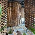 <p> Cấu tạo của những khối trụ này được xây bằng các khối gỗ có kích thước tương tự như viên gạch truyền thống ở miền Bắc Việt Nam.</p>