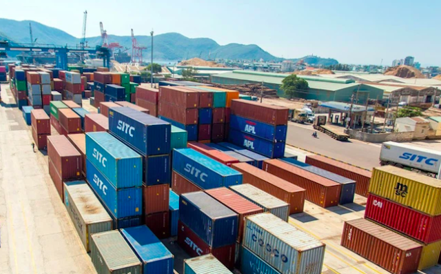 Nông sản ở Bình Định có nguy cơ bị dồn ứ, không xuất khẩu được, phải đưa ra bãi cảng phủ bạt.