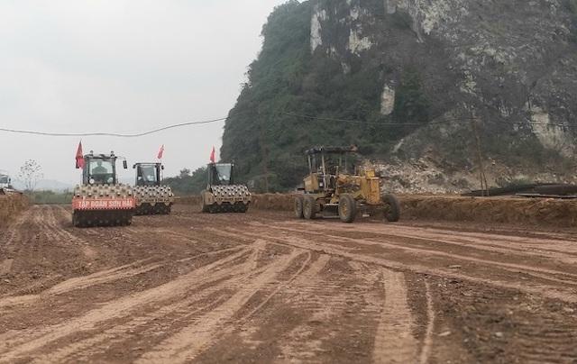 Thi công cao tốc Bắc - Nam phía Đông đoạn qua Thanh Hóa.