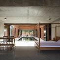 <p> Tầng lửng bố trí 2 phòng ngủ, khu vực thư giãn, đọc sách và hành lang dài nối mọi không gian trong nhà qua 2 cầu thang 2 đầu.</p>