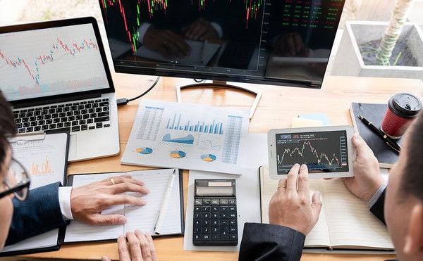 Thanh khoản cao, VN-Index giảm gần 27 điểm