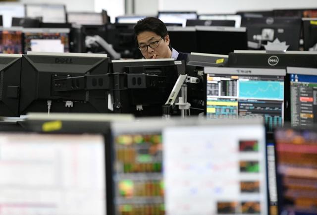 Chứng khoán châu Á giảm, cổ phiếu công nghệ bị bán mạnh