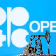 Giá dầu chạm đỉnh gần 14 tháng