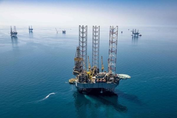 OPEC+ gia hạn cắt giảm sản lượng sang tháng 4