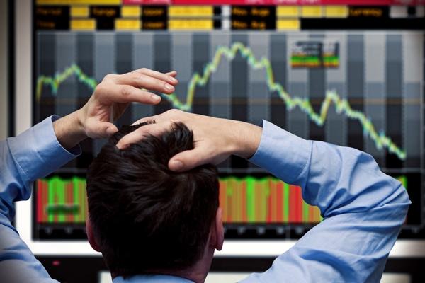 Khối ngoại bán ròng đột biến hơn 1.300 tỷ đồng trên HoSE trong phiên 5/3, 'xả' mạnh POW và VNM