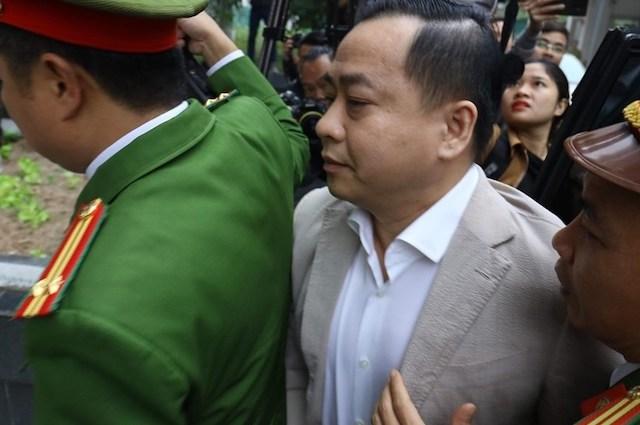 Phan Văn Anh Vũ vừa bị khởi tố về tội đưa hối lộ.