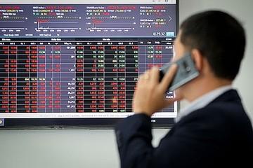 Tự doanh CTCK bán ròng tuần thứ 3 liên tiếp với 211 tỷ đồng, mua mạnh VIC và GAS