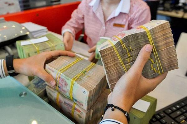 Lãi suất huy động bất ngờ tăng mạnh tại một số ngân hàng