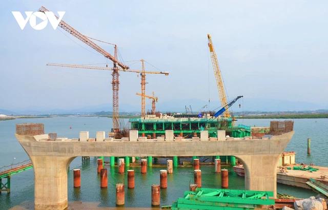 Quảng Ninh tăng tốc các dự án hạ tầng trọng điểm