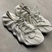 Giày Yeezy 450 dù bị chê xấu vẫn bán hết trong một phút