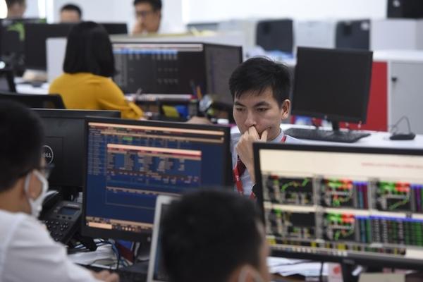Cổ phiếu ngân hàng gây áp lực, VN-Index giảm điểm