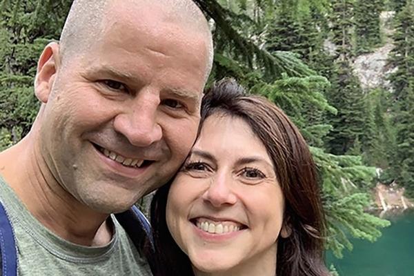 Vợ cũ Jeff Bezos tái hôn