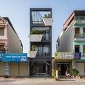 <p> NK Home tọa lạc tại khu dân cư đông đúc tại tỉnh Bắc Ninh, do công ty kiến trúc NDT thiết kế. Công trình có diện tích 81 m2 (4,5 m x 18 m), mặt tiền chính hướng Bắc. Đây là mẫu nhà ống điển hình ở Việt Nam với đặc điểm chung là mặt tiền hẹp, diện tích sinh hoạt thuôn dài.</p> <p> Ngôi nhà được thiết kế cho một cặp vợ chồng trẻ yêu thiên nhiên. Vì vậy, một trong những yêu cầu cơ bản của họ là tạo ra một không gian sống có nhiều cây xanh và tăng không gian ngoài trời một cách tối đa.</p>