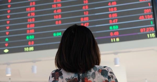 Một số cổ phiếu ngân hàng hồi phục, VN-Index còn giảm hơn 5 điểm