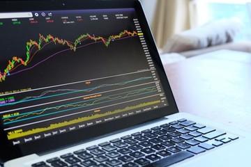 Khối ngoại bán ròng hơn 8.200 tỷ đồng trên HoSE trong 13 phiên