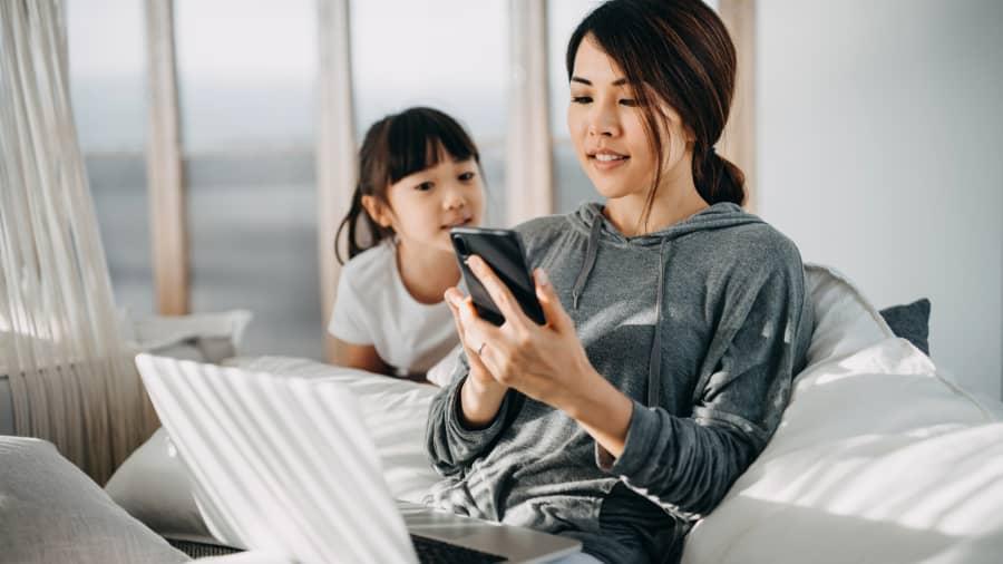 Chuyên gia tài chính: Không bao giờ là quá sớm để dạy con cái về tiền bạc