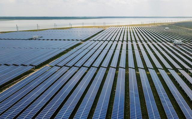 Bộ Công Thương yêu cầu rà soát dự án điện mặt trời trên toàn quốc