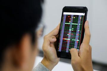 VN-Index tăng gần 12 điểm, thanh khoản vẫn cao