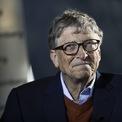 """<p class=""""Normal""""> <strong>Bill Gates</strong></p> <p class=""""Normal""""> Tài sản: 138 tỷ USD</p> <p class=""""Normal""""> Thay đổi so với đầu năm: 6,37 tỷ USD</p> <p class=""""Normal""""> Là con trai của một luật sư và một nhà giáo nên từ nhỏ Bill Gates rất thông minh và thích tranh luận. Ở tuổi niên thiếu, ông đã đọc hết toàn bộ tuyển tập """"Bách khoa toàn thư thế giới"""".</p> <p class=""""Normal""""> Sau khi tốt nghiệp trường Lakeside vào năm 1973, Gates theo học Harvard. Dù đăng ký vào lớp dự bị ngành luật nhưng sau đó, Gates nhanh chóng chuyển sang học các lớp nâng cao về toán học và khoa học máy tính. Hai năm sau, ông bỏ học và cùng Paul Allen sáng lập ra Microsoft. Dù chưa bao giờ tốt nghiệp, Bill Gates vẫn được Đại học Harvard cấp bằng danh dự vào năm 2007.</p> <p class=""""Normal""""> Microsoft cho ra mắt phần mềm Windows vào năm 1985 và niêm yết trên sàn chứng khoán năm 1986. Đến năm 1987, Gates đã trở thành tỷ phú ở tuổi 31. Năm 1995, ông trở thành người giàu nhất thế giới với tài sản trị giá 12,9 tỷ USD. Từ đó đến nay, ông liên tục đứng trong Top 3 người giàu nhất trên các bảng xếp hạng.</p> <p class=""""Normal""""> Năm 2000, Gates rời vị trí CEO Microsoft ở tuổi 45. Ông trở thành người đứng đầu mảng thiết kế phần mềm trong khi Steve Ballmer trở thành CEO của Microsoft. Đây cũng là năm Gates thành lập quỹ từ thiện Bill &amp; Melinda Gates Foundation. Hồi tháng 3 năm ngoái, Bill Gates tuyên bố rời khỏi Hội đồng quản trị Microsoft - chức vụ cuối cùng tại tập đoàn phần mềm do ông sáng lập. (Ảnh: <em>Bloomberg</em>)</p>"""