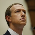 """<p class=""""Normal""""> <strong>Mark Zuckeberg</strong></p> <p class=""""Normal""""> Tài sản: 101 tỷ USD</p> <p class=""""Normal""""> Thay đổi so với đầu năm: -2,99 tỷ USD</p> <p class=""""Normal""""> Năm 2003, Mark Zuckerberg lập ra trang web Facemash khi đang là sinh viên Đại học Harvard. Zuckerberg đăng tải lên đây ảnh của các bạn cùng lớp mà anh """"hack"""" được từ hồ sơ của ký túc xá. Chỉ trong một giờ ra mắt, Facemash đã có hơn 22.000 lượt xem từ 450 người. Tuy nhiên chỉ vài ngày sau trang web bị Havard yêu cầu dừng hoạt động vì lý do bản quyền và lo ngại vấn đề an ninh.</p> <p class=""""Normal""""> Sau khi đóng cửa Facemash, Zuckerberg tiếp tục lập ra Thefacebook vào tháng 2/2004. Một thời gian sau, anh bỏ học để tập trung cho startup của mình. Khi Thefacebook có 1 triệu người dùng, Zuckerberg đổi tên mạng xã hội này thành Facebook.</p> <p class=""""Normal""""> Năm 2007, Zuckerberg gặp giám đốc Sheryl Sandberg của Google trong một buổi tiệc giáng sinh. Sau đó, anh đã mời Sandberg về làm COO (giám đốc vận hành) của Facebook. Năm 2008, Zuckerberg trở thành tỷ phú tự thân trẻ nhất thế giới khi sở hữu tài sản tỷ USD ở tuổi 23.</p> <p class=""""Normal""""> Cuối năm 2010, Facebook đạt cột mốc 1.000 tỷ lượt view trong một tháng. Thời điểm này, Facebook đã cho cả thế giới thấy được vai trò quan trọng của mạng xã hội đối với chính trị toàn cầu. Bản thân Zuckerberg cũng được giới chính trị gia để ý tới nhiều hơn. Cũng trong năm 2010, CEO sinh năm 1984 được tạp chí Times bình chọn là """"Nhân vật của năm"""".</p> <p class=""""Normal""""> Ngày 18/5/2012, Facebook chào bán cổ phiếu lần đầu ra công chúng, huy động thành công 5 tỷ USD và trở thành công ty Internet có thương vụ IPO lớn nhất thế giới tính đến thời điểm đó. Cũng trong năm 2012, Facebook chi 1 tỷ USD thâu tóm Instagram. Năm 2014, công ty tiếp tục chi 2 tỷ USD mua hãng công nghệ thực tế ảo Oculus và 19 tỷ USD để sở hữu ứng dụng nhắn tin miễn phí WhatsApp. (Ảnh: <em>Bloomberg</em>)</p>"""