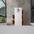 <p> Mọi bức tường bên trong và bên ngoài đều được trát bằng cát thô, với kết cấu thẳng đứng.</p>