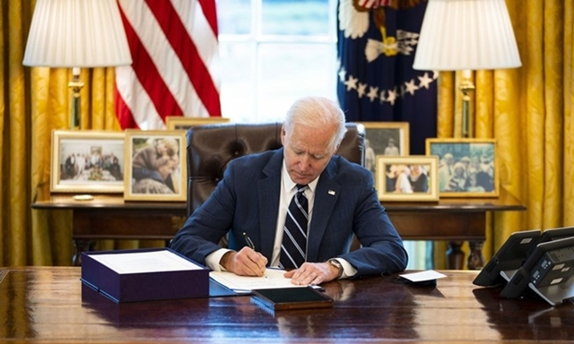 Biden ký luật cứu trợ 1.900 tỷ USD
