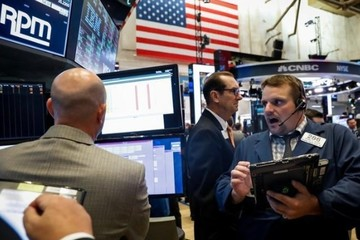 Phố Wall trái chiều, Dow Jones, S&P 500 tiếp tục lập đỉnh