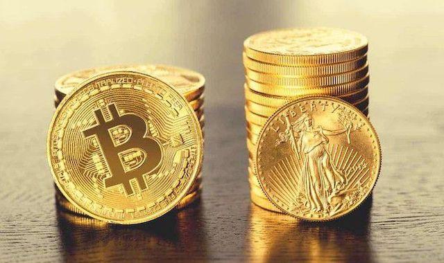 Giá Bitcoin 'bốc đầu' lập kỷ lục mới trên 61.000 USD