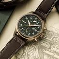 <p> Để sở hữu IWC Pilot Spitfire Automatic Chronograph, người mua cần chi 6.500 USD. Thiết kế mang kiểu dáng cổ điển với phần viền màu vàng đồng. Bên cạnh đó, kích thước của mẫu đồng hồ là 41 mm cùng độ dày 15,3 mm. Ảnh: <em>Watch Test.</em></p>