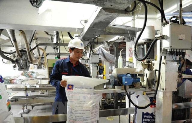 Phân DAP xanh Hồng Hà do Trung Quốc sản xuất tại nhiều cửa hàng vật tư nông nghiệp ở thành phố Cần Thơ và Đồng bằng sông Cửu Long có giá bán lẻ từ 840.000-850.000 đồng/bao.