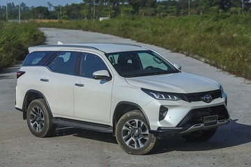 Toyota Fortuner thế hệ mới lắp động cơ hybrid