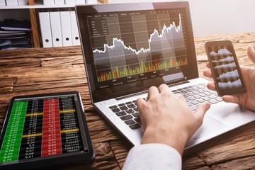 HoSE sớm 'nghẽn' lệnh, VN-Index giảm gần 5 điểm