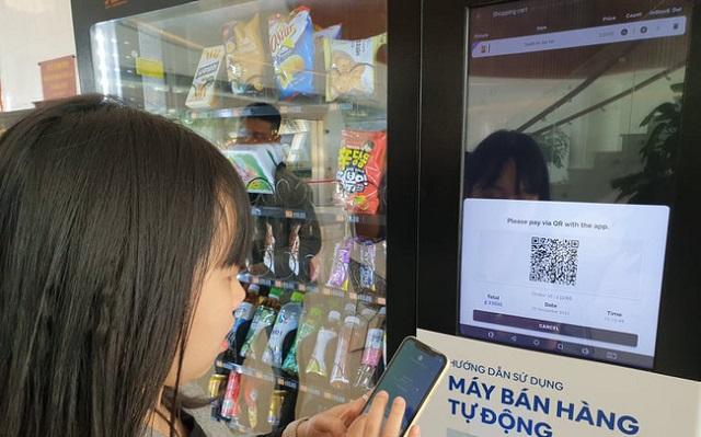 Người dùng có thể phải trả phí khi sử dụng Mobile Money. Ảnh: Báo Tin tức.