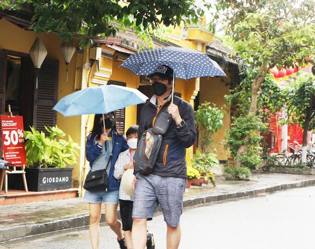 """Hiệp hội tư vấn du lịch Việt Nam đề xuất thí điểm """"hộ chiếu vaccine Covid-19"""" càng sớm càng tốt."""