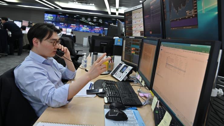 Nhà đầu tư thận trọng, chứng khoán châu Á giảm