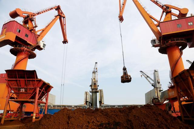 Lo Trung Quốc hạn chế sản lượng thép hết năm, giá quặng sắt, than cốc giảm sâu