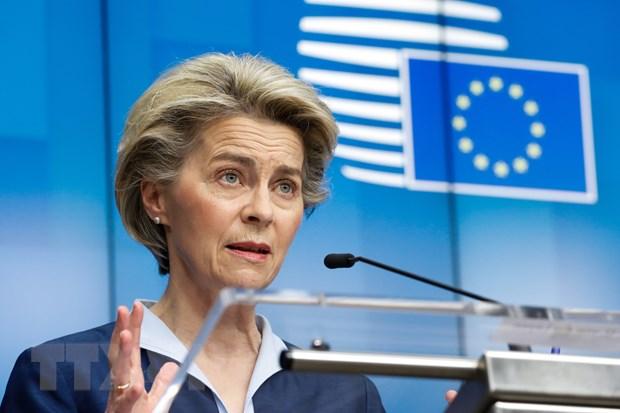 Chủ tịch Ủy ban châu Âu (EC) Ursula von der Leyen phát biểu trong cuộc họp báo ở Brussels, Bỉ ngày 27/2/2021. (Ảnh: THX/TTXVN)
