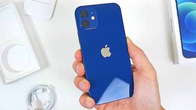 Apple bị cơ quan bảo vệ người tiêu dùng tại Brazil phạt 2 triệu USD vì bán iPhone không kèm sạc. Ảnh: TechDaily/YouTube.