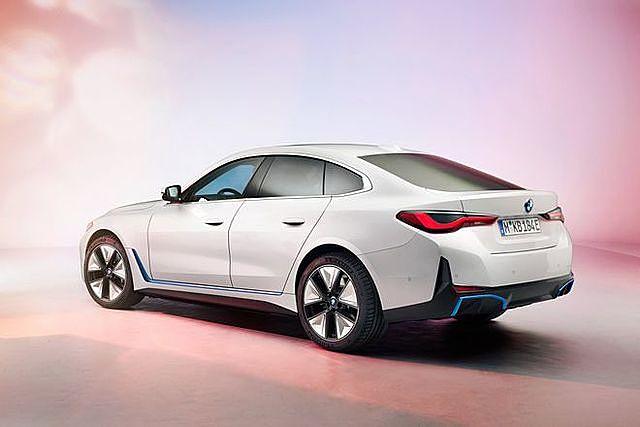 Ngoại hình xe vẫn giữ phong cách quen thuộc của các dòng BMW ngày nay