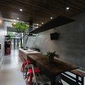<p> Phòng bếp trở thành không gian chính, mở rộng không gian công cộng của ngôi nhà.</p>