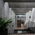 """<p> Để mang lại các """"khoảng trống"""" một cách tối ưu, đội ngũ kiến trúc sư sử dụng các thanh ngang hình tứ giác, tạo các mặt nghiêng theo hướng ngược lại của ánh sáng theo thời gian.</p>"""